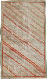 Vintage Anatolian Distressed Rug, No. 22662 - Galerie Shabab